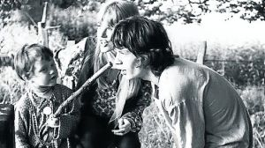 Adam, de niño, junto a Jagger y Marianne FaithFull